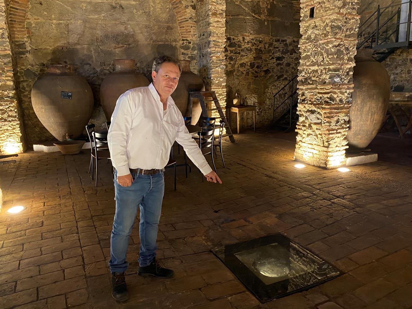 O vinho da talha é feito em Vila de Frades como no tempo dos romanos e assim é que é bom